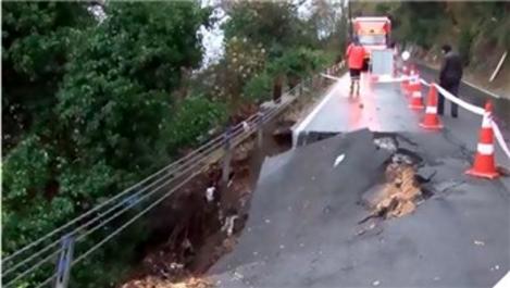 Sarıyer'de yoğun yağış sonrası yol çöktü