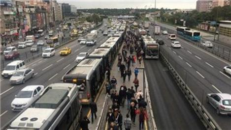 Metrobüs arızalandı, kuyruk Yenibosna'ya kadar uzandı