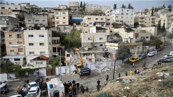 İsrail Filistinli'nin evlerini kendi elleriyle yıktırdı!