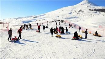 Kayak severler Yıldız Dağı'na akın etti