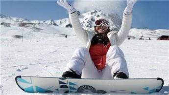 Erciyes kış sezonunu 15 bin kişi ile açtı!
