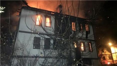 Safranbolu'da 168 yıllık konak yandı!