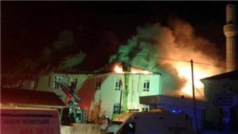 Karaman'da Sarıveliler Devlet Hastanesi çatısında yangın