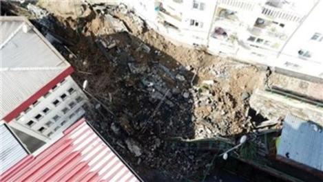 Eyüpsultan Devlet Hastanesi'nin istinat duvarı çöktü