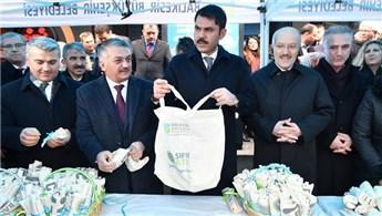 Bakan Murat Kurum, Balıkesir'de bez torba dağıttı