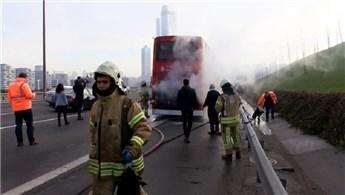 TEM'de çift katlı yolcu otobüsü seyir halindeyken yandı!
