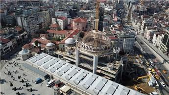 Taksim Camisi'nin alemi yerleştirildi!