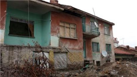 Eskişehir'de metruk evler mahalleliyi bezdirdi