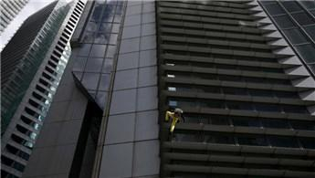 Alain Robert, GT International Tower'a tırmandı