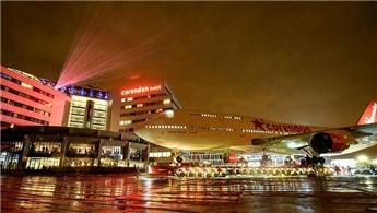 Dünyada ilk, otele uçak kondurdu!