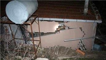 İzmir'de heyelan! 10 ev hasar gördü 1 ev yıkıldı!