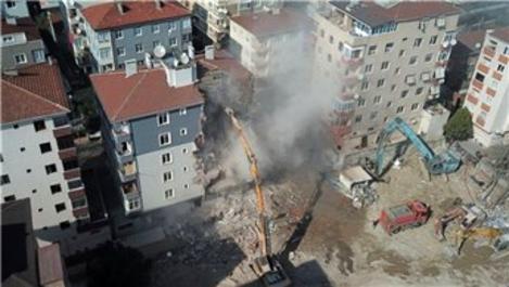 Kartal'da Uzunlar Apartmanı'nın yıkımına başlandı