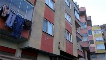 Trabzon'da çatlaklar oluşan 4 katlı bina boşaltıldı