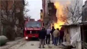 Arnavutköy'de çıkan yangınla bir binanın cephesi yandı!