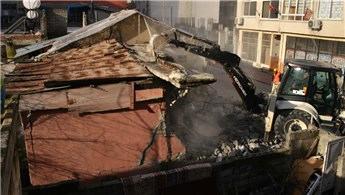 Mersin'de metruk binalar yıkılmaya devam ediyor!