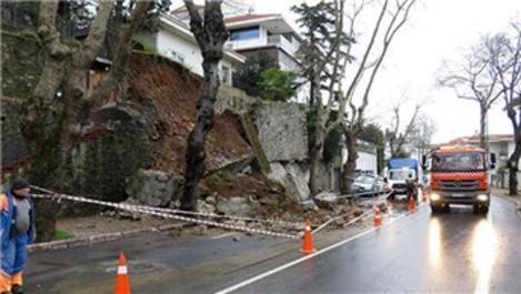 Beykoz'da bir istinat duvarı çöktü!