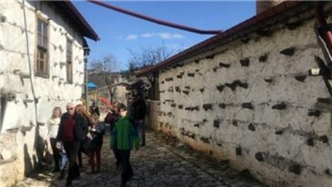 Antalya'daki 800 yıllık köy turist akınına uğruyor