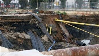 İzmir'de yer altı park alanının inşaatında göçük!