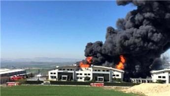 Hadımköy'de yapı kimyasalları fabrikasında yangın çıktı!