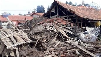 Denizli'de 30 ev yıkıldı, 3 cami hasar gördü