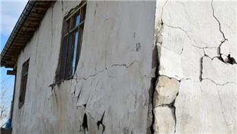 Malatya'daki depremlerde 250 bina hasar gördü