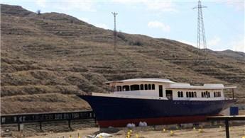 Çankırı'da hurda gemiyi kütüphaneye çevirdiler