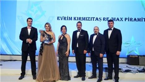 Evrim Kırmızıtaş, Remax Türkiye'nin ödül gecesinde 5 ödül aldı
