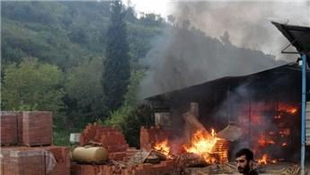 İnşaat firmasına ait depo alev alev yandı