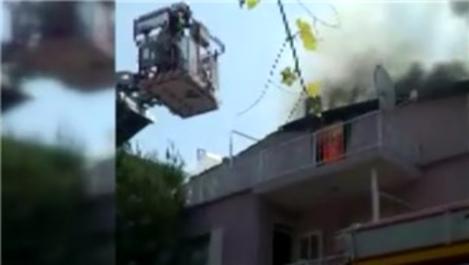 Manisa'da evin çatı katında yangın çıktı