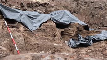 Tarihi yapı kalıntılarının çıktığı inşaat kazısı durduruldu