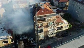 İstanbul Kadıköy'de korkutan yangın!