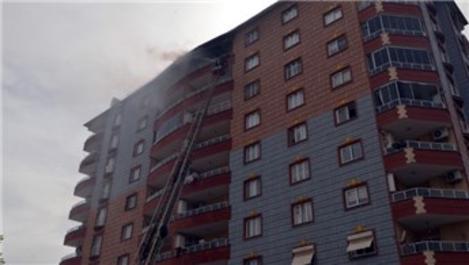 Hatay'da bina çatısında çıkan yangın korkuttu