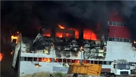 Kocaeli'de fabrika alev alev yandı!
