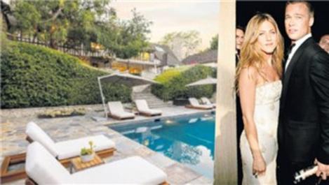 Brad Pitt ve Jennifer Aniston'un yaşadığı malikane satılıyor