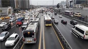 İBB: Metrobüs seferlerine 300 ek sefer konuldu