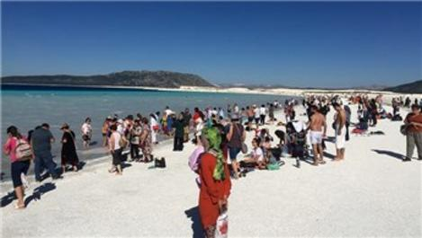 Salda Gölü ziyaretçi akınına uğradı!