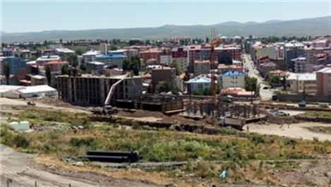 TOKİ, Kars'taki kentsel dönüşüm projesine hızla devam ediyor
