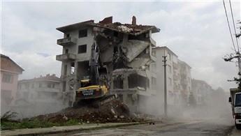 Düzce'de kentsel dönüşüm kapsamında yıkımlar devam ediyor