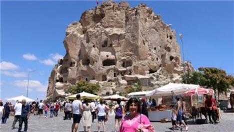 Uçhisar Kalesi'ni binlerce turist ziyaret etti!