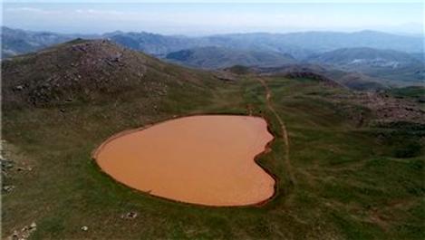 Sivas'ta kalp şeklinde göl dikkat çekiyor
