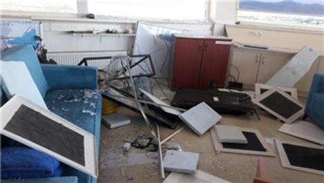 Deprem, Çardak Havalimanı'nda hasara yol açtı