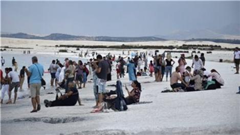 Salda Gölü, bayramda 40 bin kişi ağırladı!