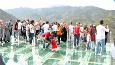 Gümüşhane'deki Torul Cam Seyir Terası 296 bin ziyaretçi ağırladı