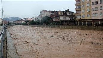 Ünye'yi sel vurdu, evler su altında kaldı!