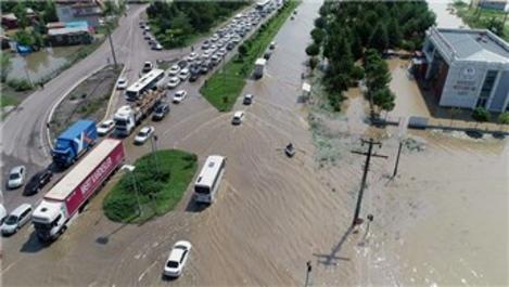 Samsun-Ordu yolunda selden dolayı ulaşım aksadı