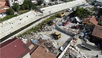 Ataşehir'de dere yatağındaki barakalar yıkıldı