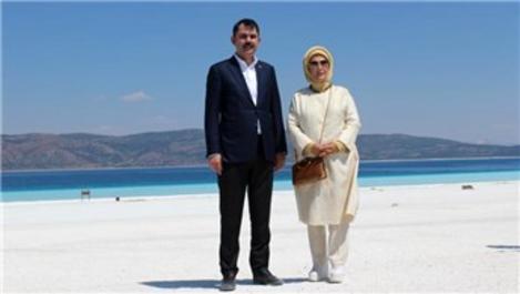 Emine Erdoğan ve Bakan Kurum, Salda Gölü'nü gezdi