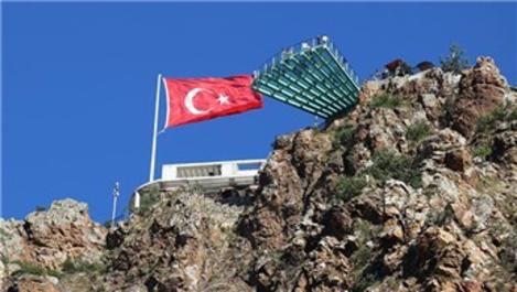 Torul Cam Seyir Terası'na turist akını!