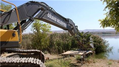 Mogan Gölü'ndeki kaçak yapılar yıkıldı