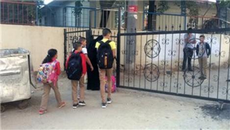 Çorlu'da sokak kapandı, okul bahçesi oldu